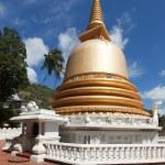 Buddhist dagoba (stupa) in Golden Temple, Dambulla, Sri Lanka — Stock Photo