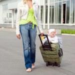 Family goes to travel — Stock Photo