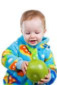 Dziecko dziewczynka caughts grejpfruta — Zdjęcie stockowe