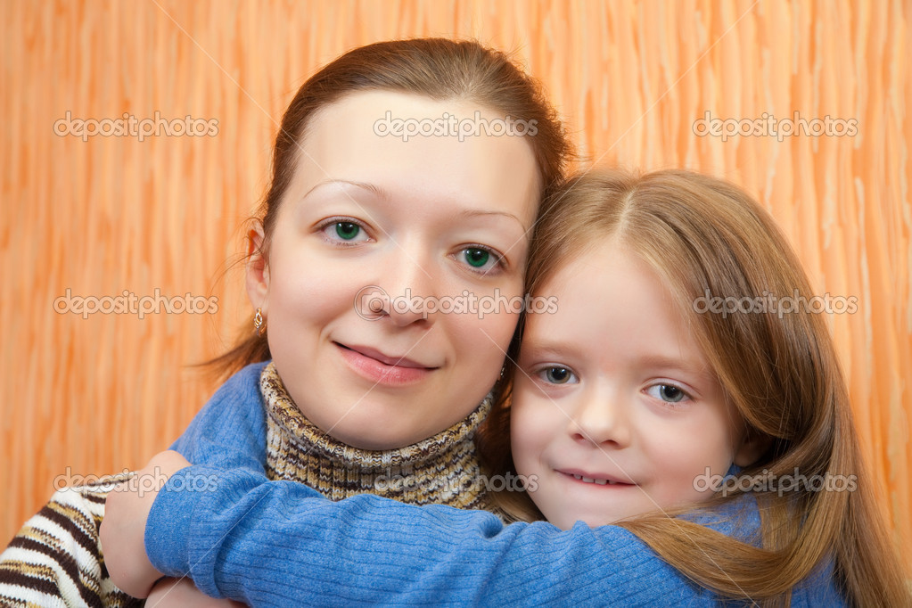 Happy mother with her adorable little daughter — Stock Photo #2706467