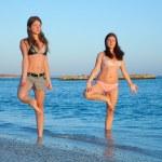Girls practicing yoga — Stock Photo