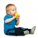chłopiec z gruszką — Zdjęcie stockowe