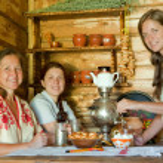Women near traditional samovar — Stock Photo