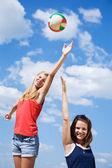 Young girls playing volleyball — Stock Photo
