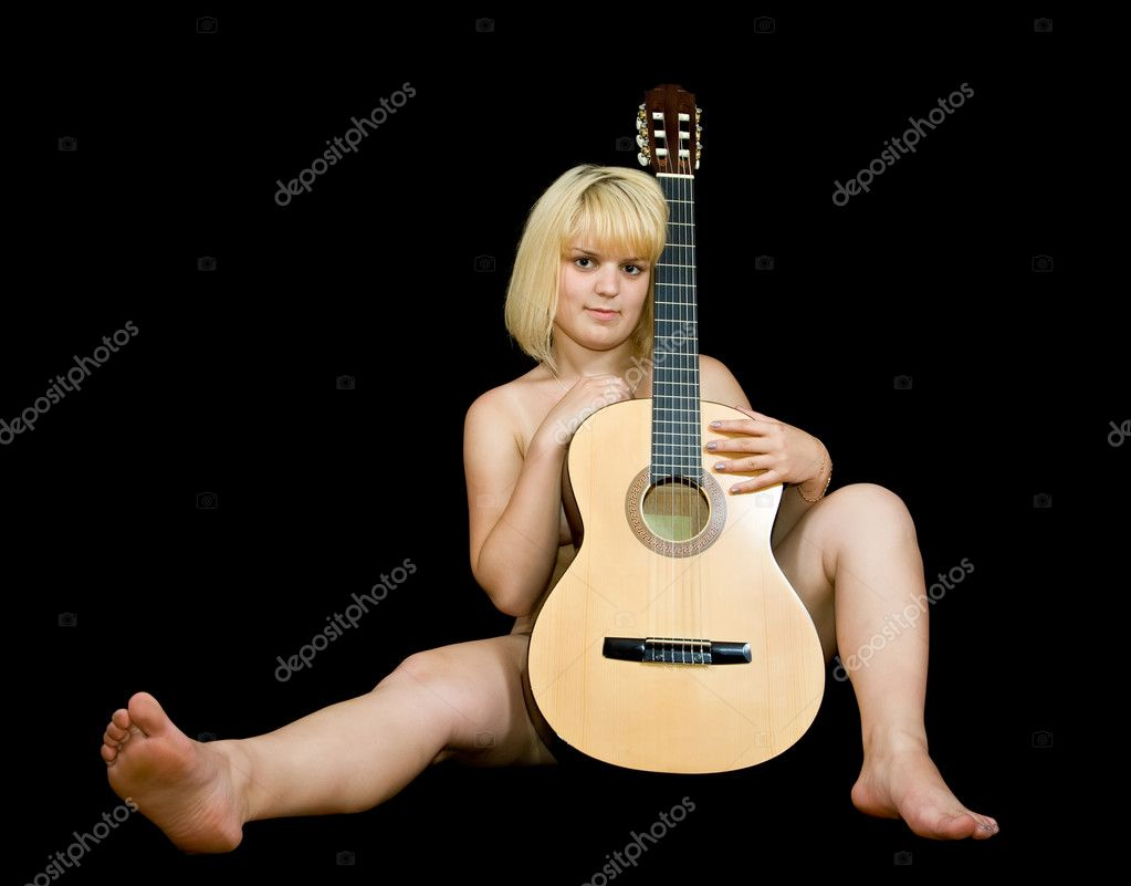 Nude girl with acoustic guitar on black background — Stock Photo #3582943