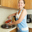Woman washing  strawberry — Stock Photo