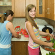 Mother and daughter in kitchen — Stock Photo #3834357