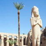 Statue of Ramses II in Karnak temple at Luxor, Egypt — Stock Photo