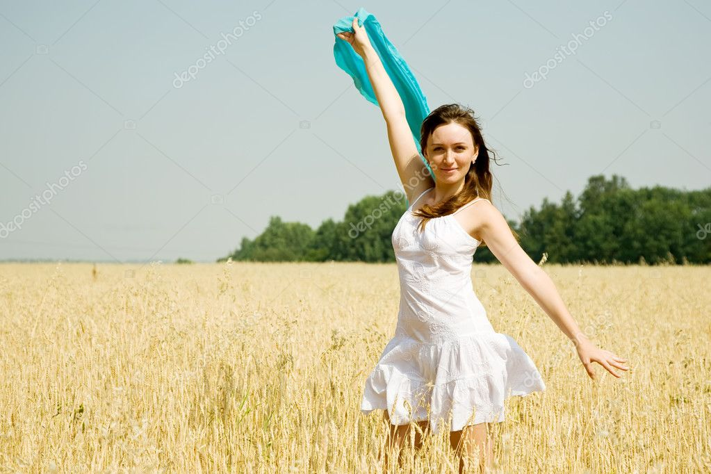 Happy young woman in white dress at field — Stock Photo #3842104