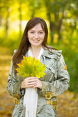 Girl with autumn bouquet — Stock Photo