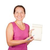 Gelukkig volwassen vrouw met laptop — Stockfoto