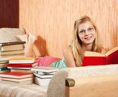 Student reading books — Stock Photo