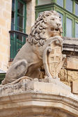 Sculpture of lion with Valletta emblem — Stock Photo