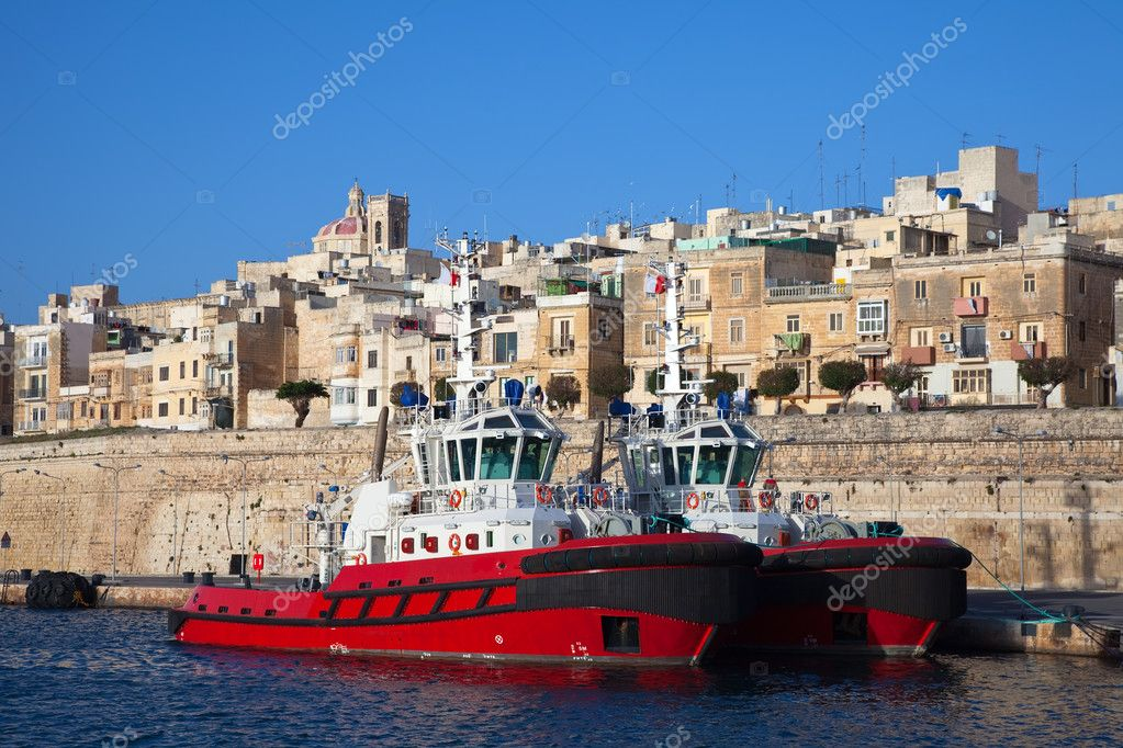 Dock ships in port at Grand harbour (Valletta, Malta) — Stock Photo #4828040