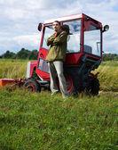 Agricultor com trator — Fotografia Stock