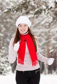 Femme sportive fonctionne à winter park — Photo