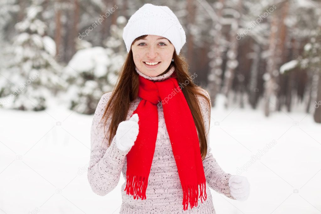 Young sporty woman runs at winter park — Stock Photo #5156423