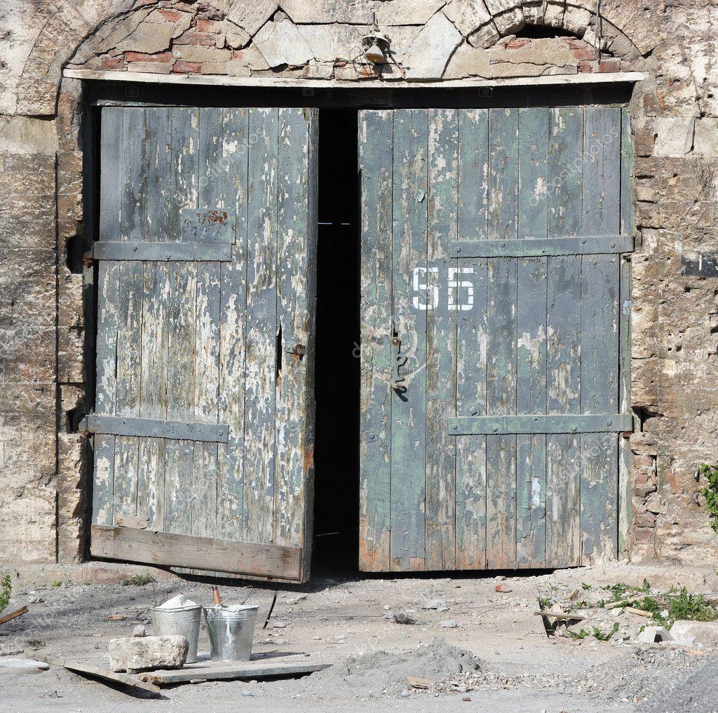 Old wooden door stock photo aptyp kok 3329655 - Puertas antiguas de madera ...