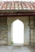 Stare kamienne bramy dziedziniec kyrk — Zdjęcie stockowe