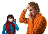 Man influenza patients, a woman stands behind a mask — Stock Photo