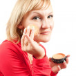 Woman putting facial powder — Foto de Stock