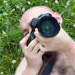 Photographer on green grass — Stockfoto