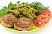 Meat rissoles and vegetables — Stock Photo