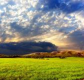 Hermoso paisaje al atardecer — Foto de Stock