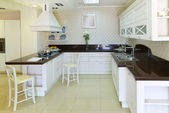 Modern white kitchen — Photo