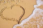 Sahilde kalp işareti — Stok fotoğraf