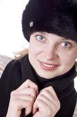 Женщина, одетая в меховой шапке — Стоковое фото