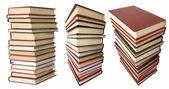 白で隔離される書籍のスタック — ストック写真