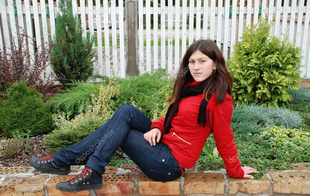 The beautiful girl sits on a lawn — Stock Photo #2714780