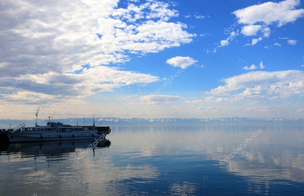 船舶在贝加尔湖— 照片作者 yuiyui