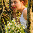 Girl with camomile — Stock Photo