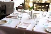 Restaurant table arrangement — Stockfoto
