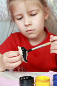 Girl paints crafts — Stock Photo