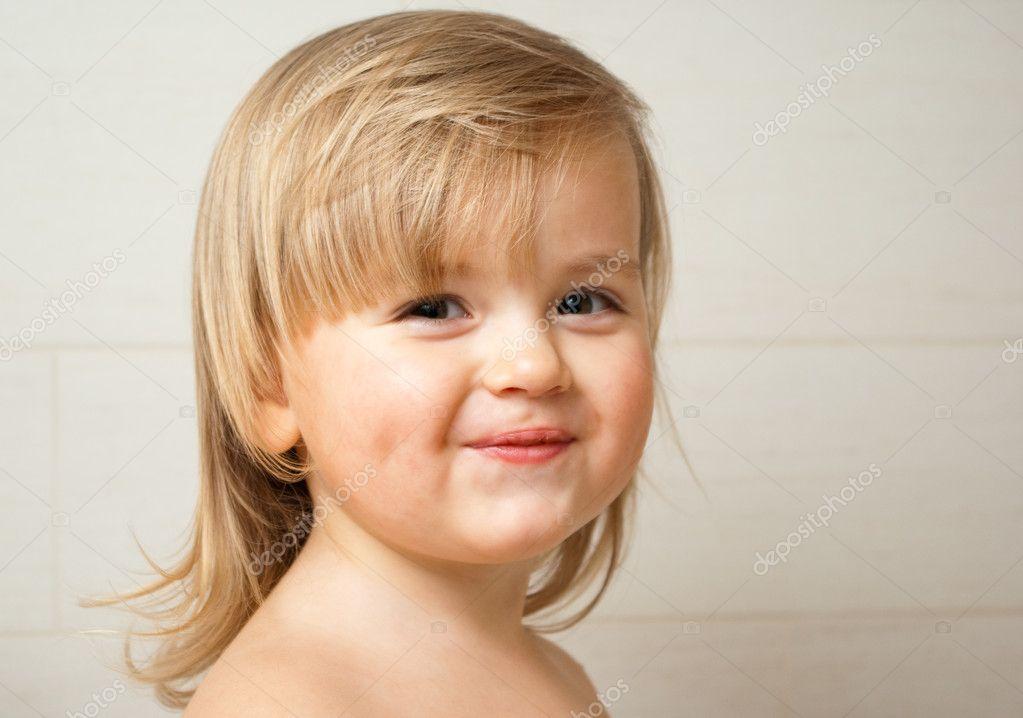 微笑的可爱小女孩
