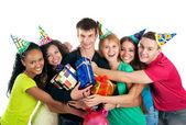 Tonåringar fira födelsedag — Stockfoto
