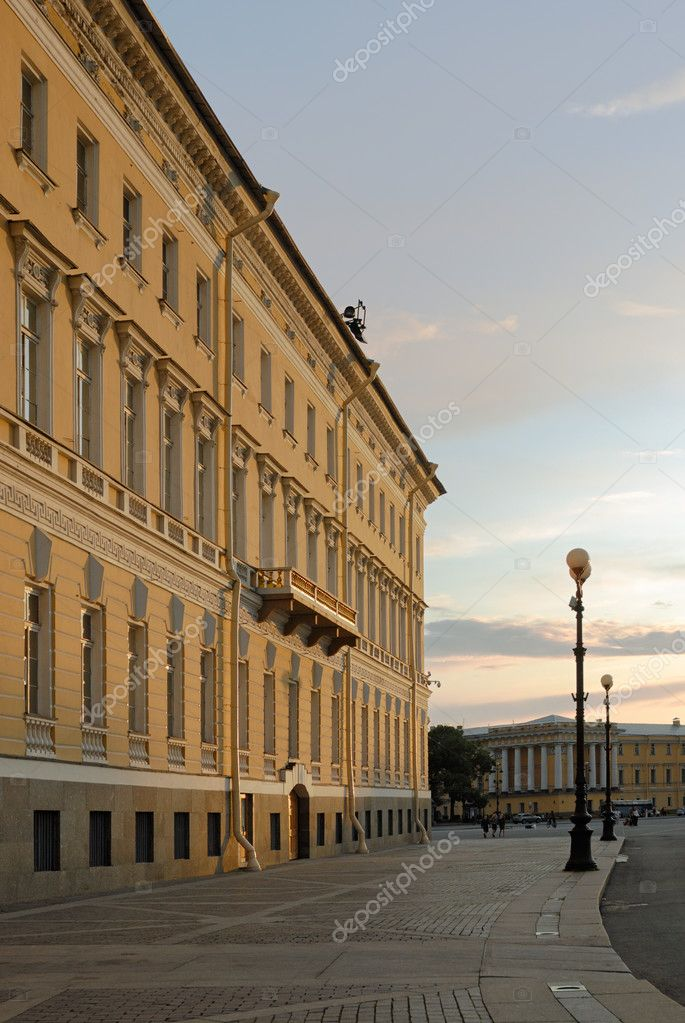 West wing of General Staff Building in Saint-Petersburg in sunset lights — Stock Photo #2834305