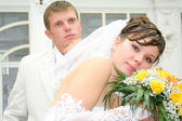 Newly married together in a photo pose — Stock Photo