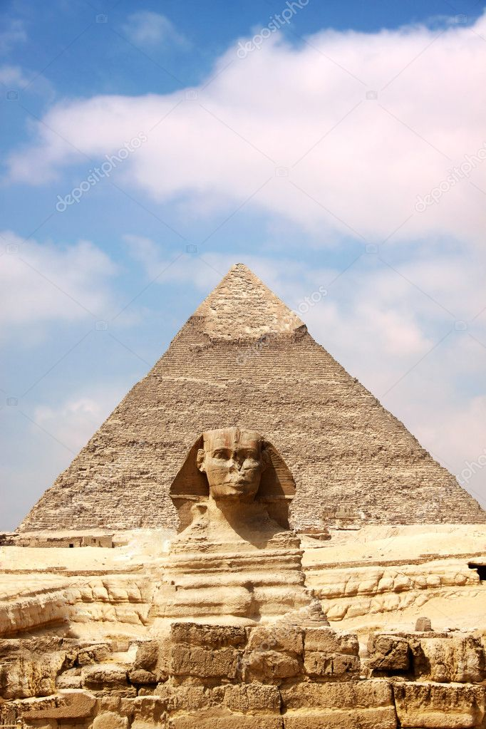 Sphinx and the Great Pyramid in the Egypt — Stock Photo #3226990