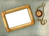 Cadre en bois avec montre ancienne — Photo