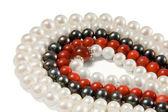 Beads mit perlen und korallen — Stockfoto