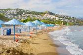 Playa y paraguas — Foto de Stock