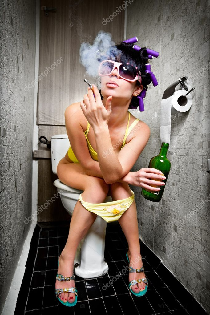 Girl sits in a toilet with an alcohol bottle — Foto Stock #3773025