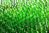 一群绿色玻璃樽。软焦点. — 图库照片