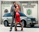 Young beautiful couple backdrop car, money. — Foto Stock