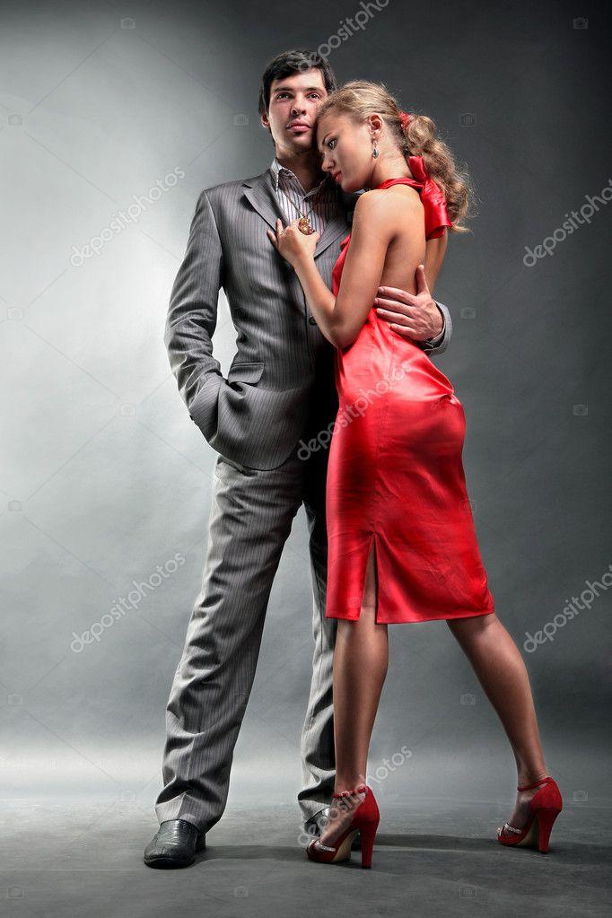 девушки фото в красном платье с мужчиной