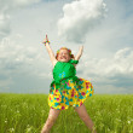 Pretty girl having fun in the field — Stock Photo
